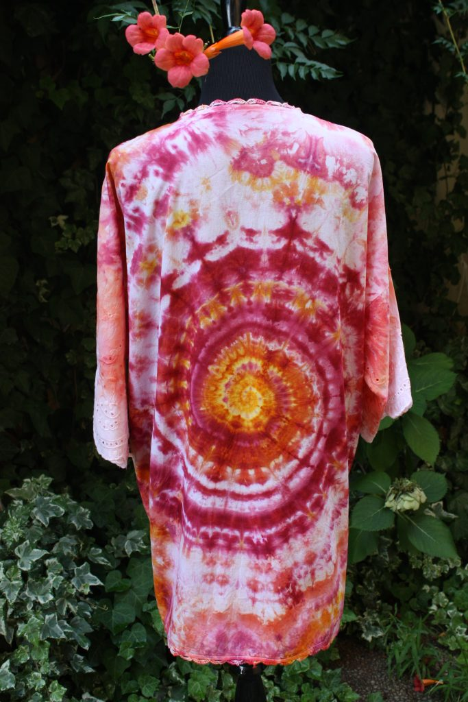 Red vibes. Hand dyed kimono.